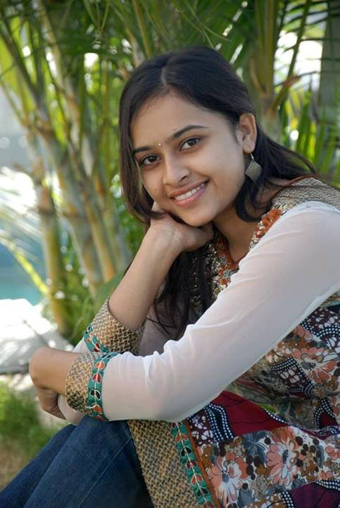 sri divya latest pics