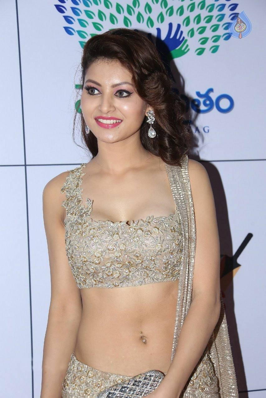 Uravashi rautela hot photos