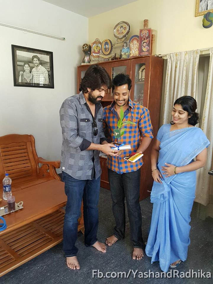 yash invites all the superstars of sandalwood for his marriage