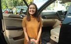 Neha Kakkar gives pose for media at Versova; Watch video
