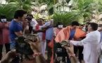 Sonu Sood felicitates at shooting set by Prakash Raj
