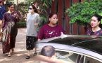 Kareena Kapoor and Karishma Kapoor Khan Snapped at Bandra
