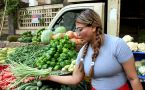 Rakhi Sawant buys vegetables in Lokhandwala Market; Watch Video