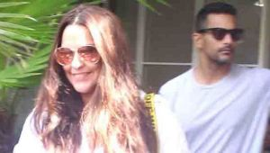Neha Dhupia & her husband Angad Bedi spotted at outside the restaurant;Watch video