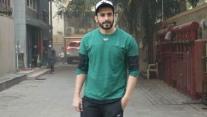 Sunny Singh spotted at Juhu; Watch video