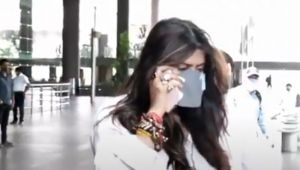 Ekta Kapoor spotted at Mumbai airport & doing this ;Watch video
