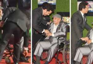 Sachin Tendulkar touches coach Ramakant Achrekar's feet before premier