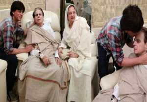 Shahrukh Khan VISITS Dilip Kumar , PHOTOS will melt your heart !