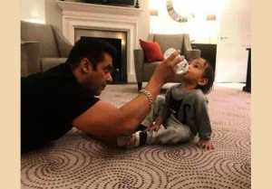 Salman Khan FEEDING Ahil, Watch this VIRAL Photo and Video