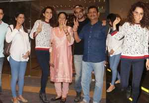 Kangana Ranaut spotted having DINNER with Family after Simran Success; Watch