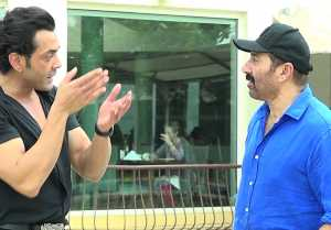 Sunny Deol & Bobby Deol's cute bonding during Yamla Pagla Deewana Phir Se promotions FilmiBeat