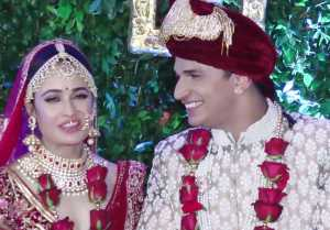 Prince Narula admires her bride Yuvika Chaudhary; watch video