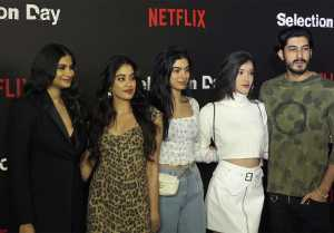 Jhanvi Kapoor, Khushi Kapoor, Shanaya & Rhea ROCK the red carpet at Netflix; Watch video | FilmiBeat
