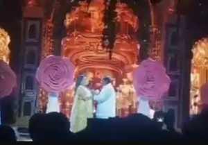 Mukesh Ambani And Nita Ambani Dance In Pre Wedding Party Of Isha Ambani
