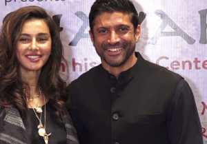 Farhan Akhtar attends Raag Shayari event with girlfriend Shibani Dandekar ; Watch video