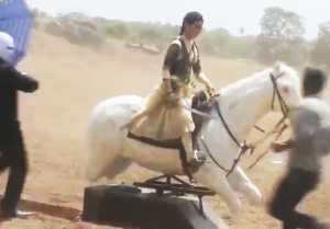 Kangana Ranaut FIGHTS on Dummy Horse in Manikarnika; Check Out