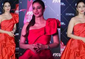 Tabu looks Classy in Red gown at Nykaa Femina Beauty Awards; Watch video