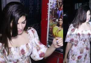 Jacqueline Fernandez spotted in floral dress at Juhu: Watch Video