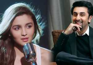 Alia Bhatt shows LOVE for Ranbir Kapoor during Filmfare Awards 2019; Check Out
