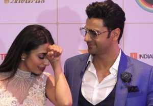 Divyanka Tripathi & Vivek Dahiya's FUN moment during Indian Telly Awards; Watch video