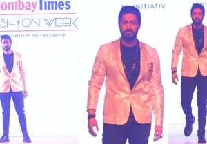 Mohit Raina walks the Ramp at Bombay Fashion Week 2019; Watch video