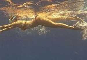 Malaika Arora sets the temperature soaring in red bikini; Check Out
