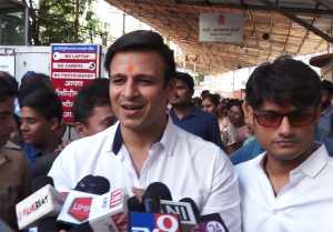 Vivek Oberoi visits Siddhivinayak temple for his film PM Narendra Modi; Watch Video