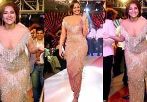 Sonakshi Sinha walks the ramp in shimmery beige gown; Watch video