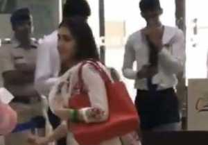 Sara Ali Khan runs at Mumbai airport because of Kartik Aryan