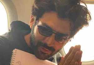 Kartik Aaryan leaves for Lucknow to kick start of Pati Patni Aur Woh