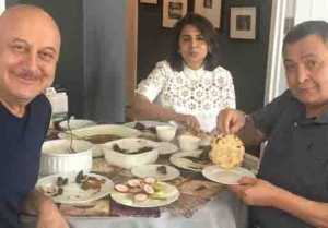 Rishi Kapoor enjoys aate ki roti in New York with Anupam Kher after a long time