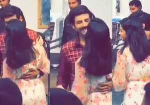 Kartik Aaryan & Ananya Panday get romantic on Pati Patni Aur Woh sets; Check Out Here
