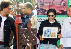 Shahrukh Khan inaugurates special India Post cover; Watch Video