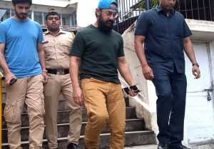 Aamir Khan cast his vote at a polling booth in Bandra;Watch video