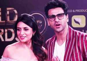 Divyanka Tripathi & Vivek Dahiya make fun of each-other at Gold Awards