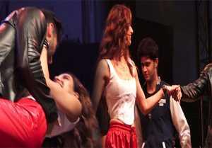 Disha Patani & Aditya Roy Kapur's romantic dance at Malang Promotion;Watch video