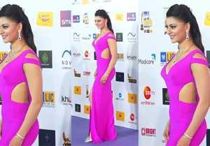 Urvashi Rautela's pretty pink look At Radio Mirchi Music Awards 2020; Watch Video