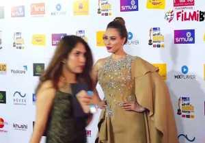 Salman Khan's Rumored Girl friend  Iulia Vantur looks perfect at Radio Mirchi Award