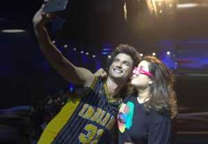 Sushant & Farah's lovely Selfie during Dil Bechara's Title track:Check out