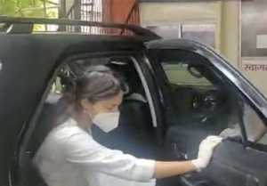 Whose car did Rhea Chakraborty go to CBI office in?