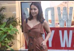 Hina khan Spotted at Salon in khar