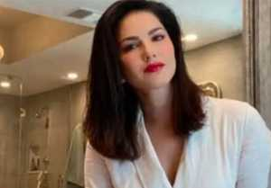 Sunny Leone's bathtub look will surely wins your heart; Check out