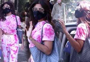Shilpa Shetty looks beautiful at outside her house