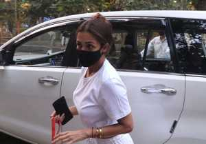 Malaika Arora  spotted at Bandra in White look; Watch video