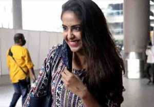 Avika Gor snapped by media at airport; Watch video