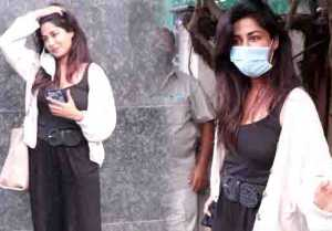 Chitraganda Singh Snapped at Clinic In Bandra