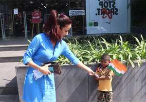 Bigg Boss 14: Jasmin Bhasin's gesture towards the Kid stole your heart