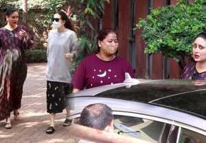 Kareena Kapoor and Karishma Kapoor Khan Snapped at Bandra