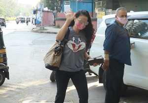 Ameesha Patel Spooted at Juhu Kromakay Salon