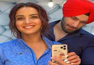 Jasmin Bhasin meets Shehzad Deol after her Punjabi song shoot; Check Out
